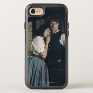 Outlander Season 3 | Jamie and Claire Affection OtterBox iPhone Case